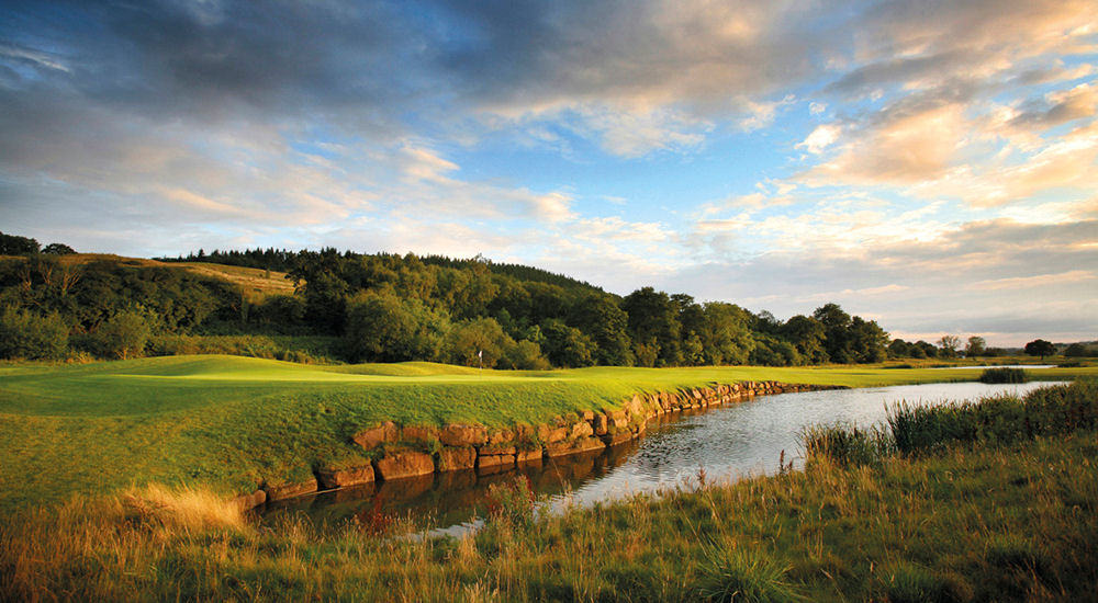 The Celtic Manor Resort has received the Best Newcomer prize at the World of Leading Golf Awards.