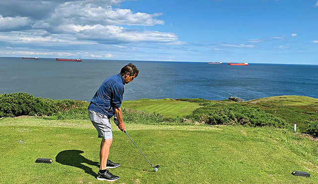 GOLFER PLAYS MAMMOTH 60 COURSES IN 31 DAYS
